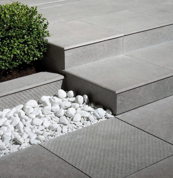 Pavimentazione in gres porcellanato per esterni