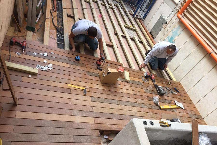 Sistema decking: posa della sottostruttura su massetto